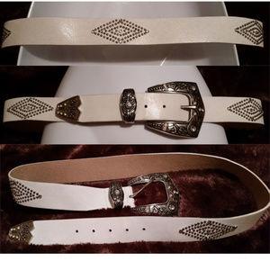 ✅Steve Madden white leather western belt aprx L/XL